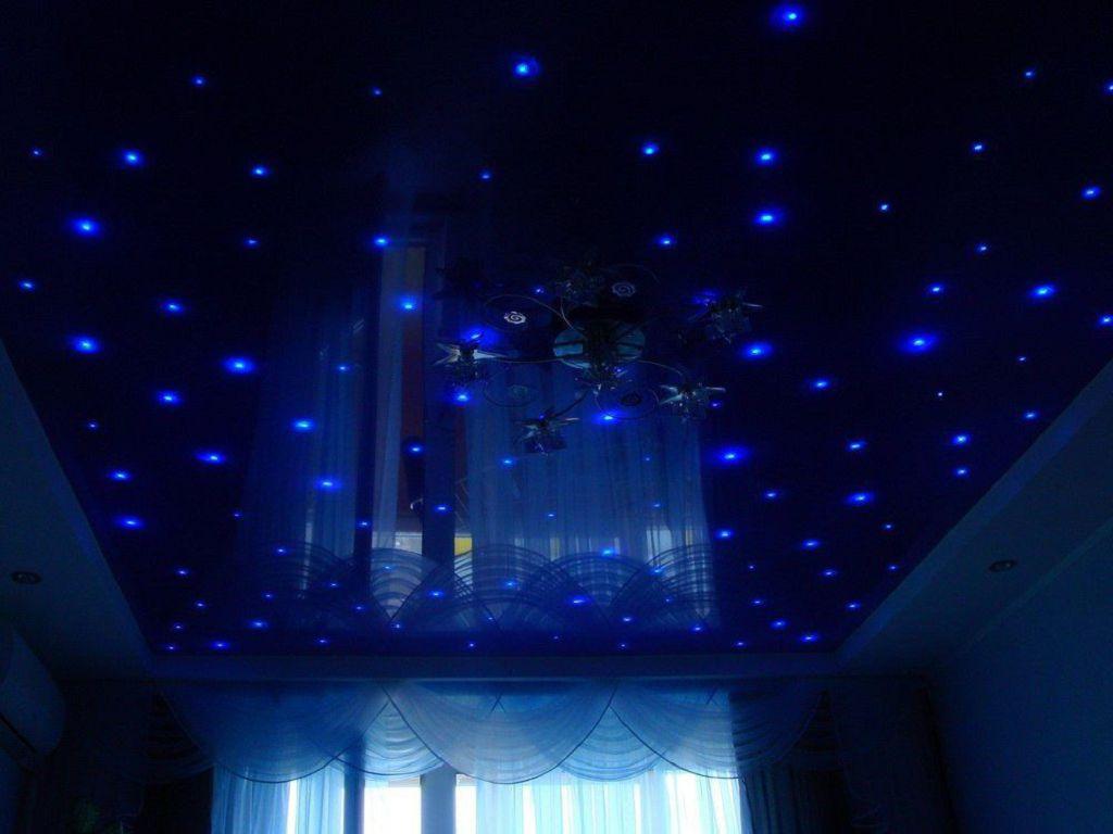 Натяжные потолки с цветами светящиеся